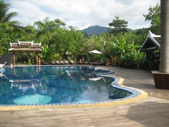 Santi Resort & Spa: the resort pool
