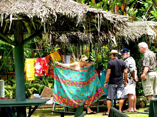 Pago Pago Tradewinds Tours - Day Tours: Shopping for Pareos/Sarongs