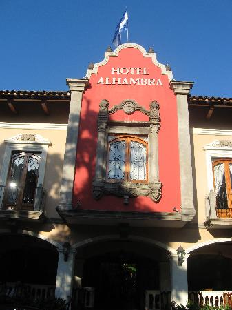 Hotel Alhambra: Front of hotel