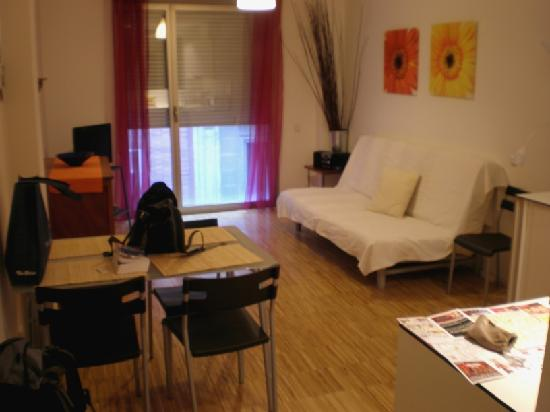 Hostal la Zona: the dining and living room