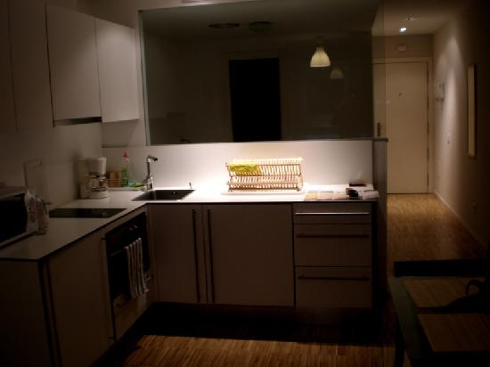 Hostal la Zona: kitchen and bedroom separation