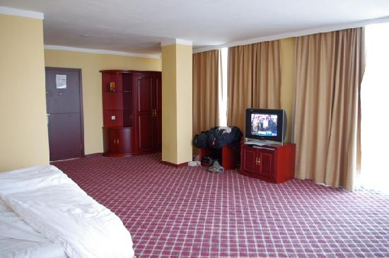 Top Tower Hotel Kigali: our room 2nd view