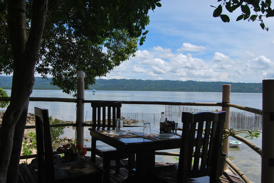 Isla Hayahay: Isn't it great to eat lunch with a brilliant scenery like this?