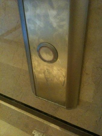 Ela Quality Resort Belek: Elevator call buttons cleaned every three days