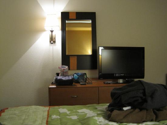 Fairfield Inn & Suites Carlisle: gemütliches Zimmer mit guten Betten und LCD-TV