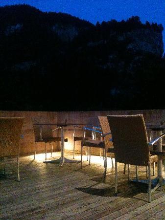 Hotel Weiss Kreuz: Weiss Kreuz Restaurant terrace