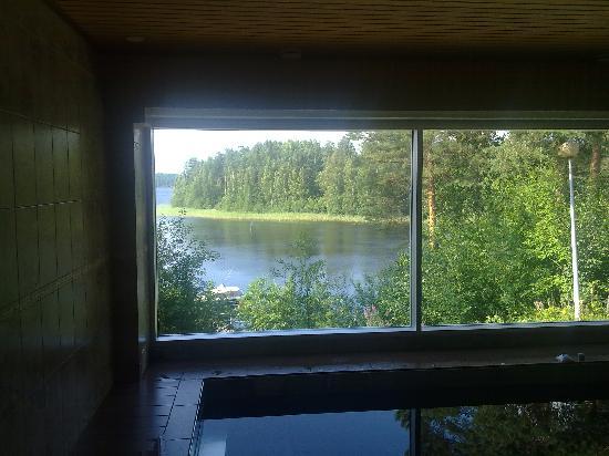 Luumaki, Finnland: swimming pool with lake view