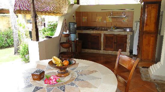 Rumah Bali: Küche mit Sitzecke