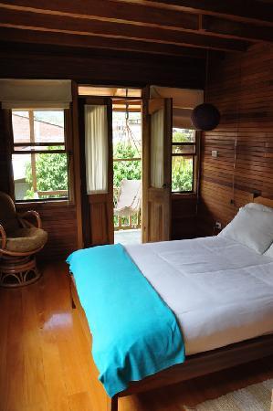 Dragonfly Inn B&B: Bedroom by the river