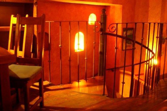 Carlito: Escalier qui mène au 1er étage du restaurant