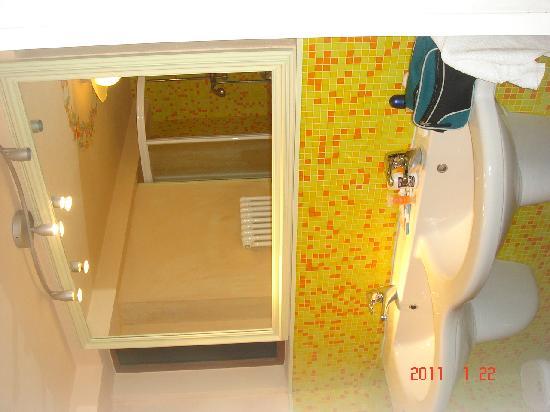 Casa Tanzi: Bathroom