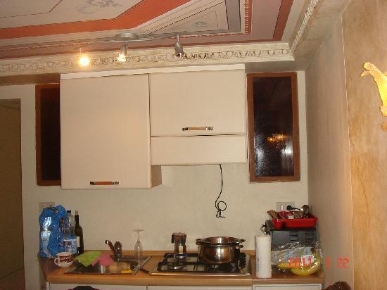 Casa Tanzi: Kitchen