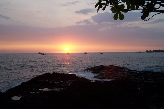 Hawaii: Sunsets are wonderful everynight enjoy