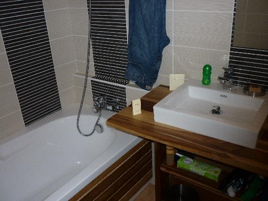 La Suite Villa : une des salles de bain de la villa