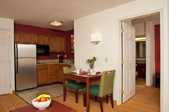 Residence Inn Grand Rapids West: One Bedroom Suite Kitchen
