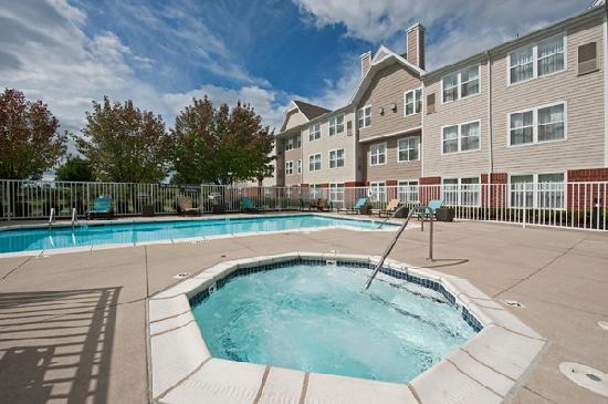 Residence Inn Grand Rapids West : Pool and Whirlpool