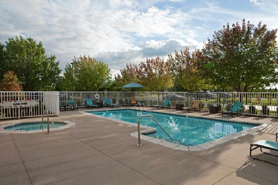 Residence Inn Grand Rapids West: Outdoor Pool