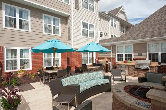 Residence Inn Grand Rapids West: Patio