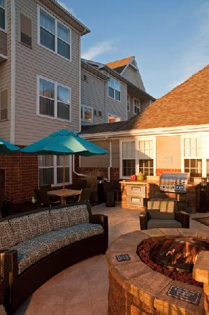Residence Inn Grand Rapids West: Patio at Sunset