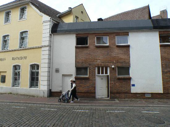 Phönix Hotel Reuterhaus: Eingang mit Lieferklappe