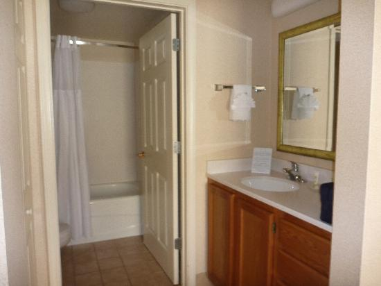 Staybridge Suites Atlanta Buckhead : bathroom