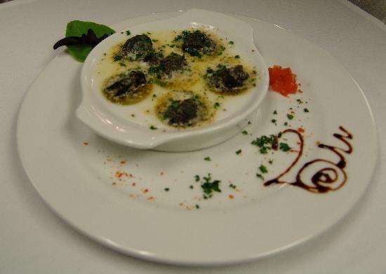 La Cuisine French Restaurant: Snails in Garlic Butter