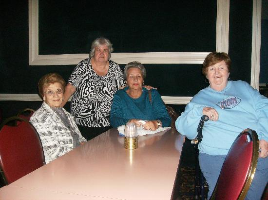 Woodloch Pines Resort : Enjoying the show at the Night club with Friends