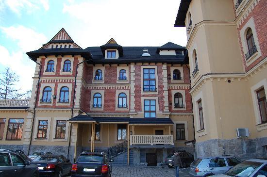 Grand Hotel Stamary : widok na budyne od tyłu ( z parkingu)
