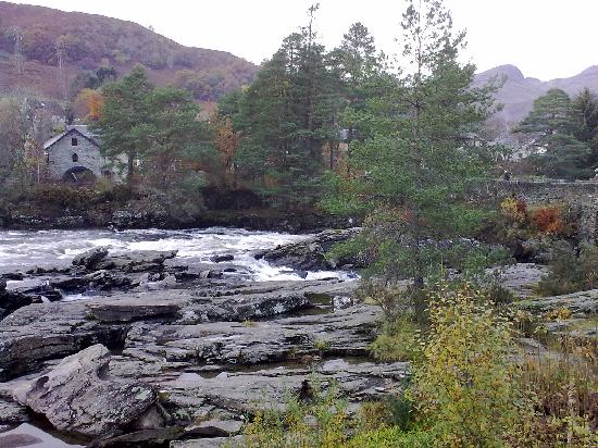 Wester Lix Cottages: falls of dochart, Killin