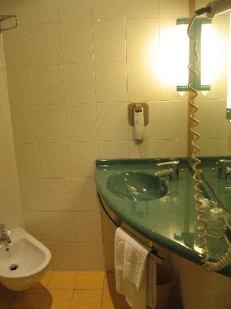 Ibis Firenze Nord Aeroporto: ホテル 浴室