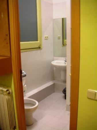 Residencia Universitaria Nikbor: Bathroom