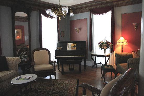 The Harrison: View of the sitting room.