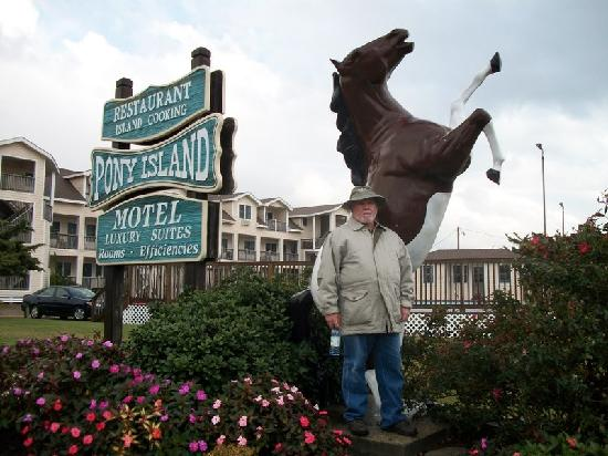 """Pony Island Motel : hubby in front of """"the pony"""""""