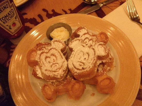 Disney's Grand Californian Hotel & Spa: Waffels At The Storytellers Restaurant