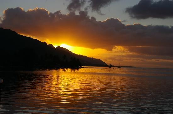 Moorea Pearl Resort & Spa: Sunset in paradise