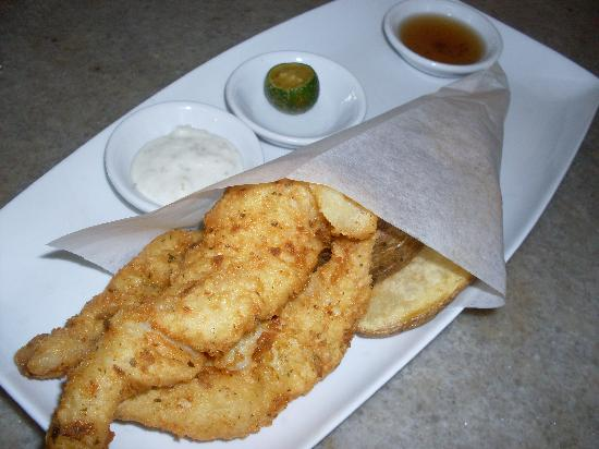 Canvas Bistro Bar Gallery: Fish & Chips