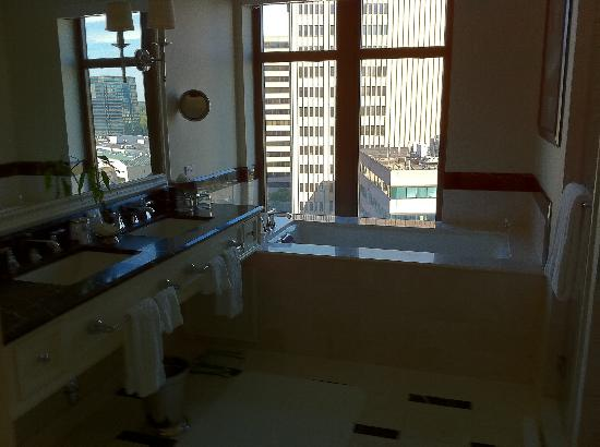 Mandarin Oriental, Atlanta: Ridiculous Bathtub!