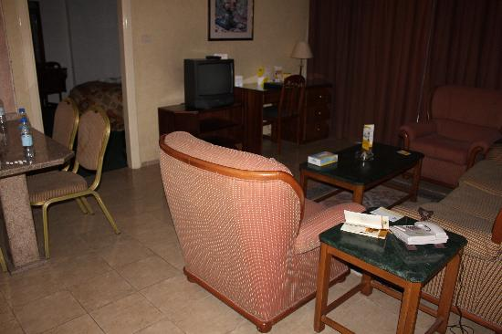 Days Inn Hotel Suites Amman: Sitting room