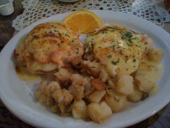 Priscilla's : Prixcilla's Lobster Eggs Benedict