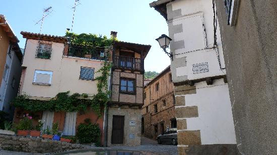 Guijo de Santa Bárbara, España: Lopen door het dorp is genieten