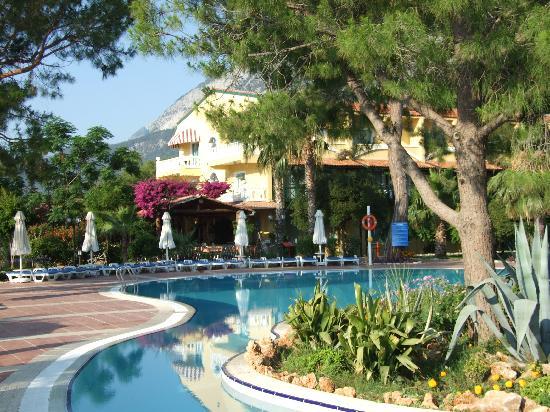 Sultan Beldibi: autre vue sur la piscine