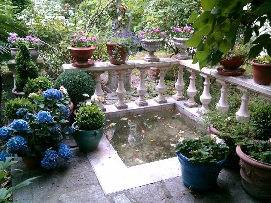 Hotel de Nesle : Pièce d'eau au jardin