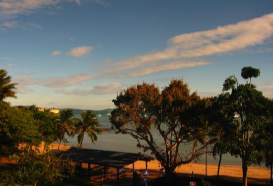 Airlie Waterfront Motel & Budget Accommodation: mit Blick auf den Strand und das Meer