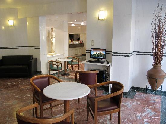 Evripides Hotel: reception / internet corner / lobby