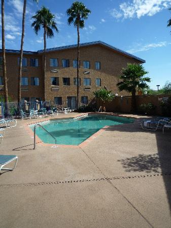 Days Hotel by Wyndham Mesa Near Phoenix: Pool area