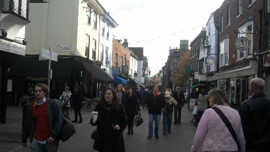 แคนเทอร์บิวรี, UK: centre of Canterbury on a November Saturday
