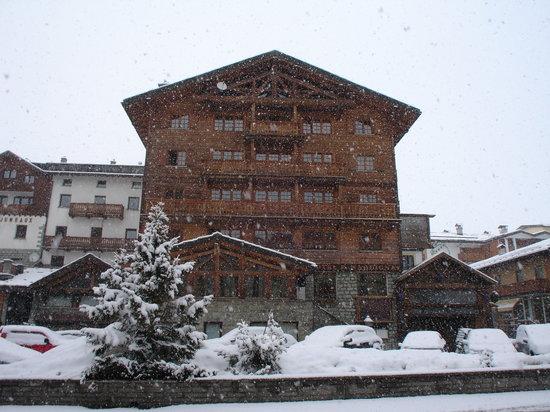 Hotel Punta Maquignaz: Extérieur de l'hôtel sous la neige