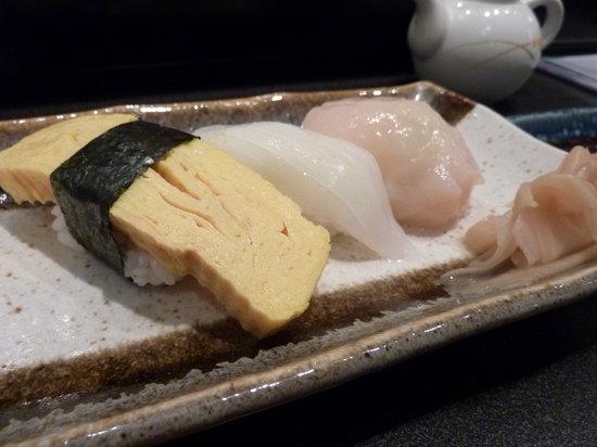 Sushi Bar Makoto: Extra sushi I orderd