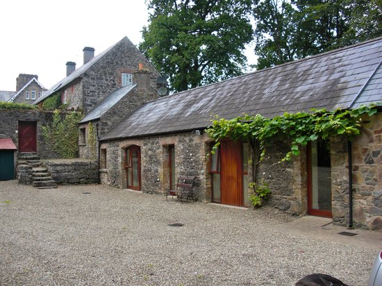 Mount Cashel Lodge : Stables from the courtyard