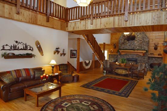 House Mountain Inn: Great Room